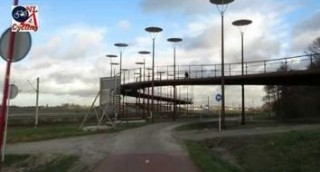 Bicycle_bridge_Zoetermeer_NL_143830889_thumbnail